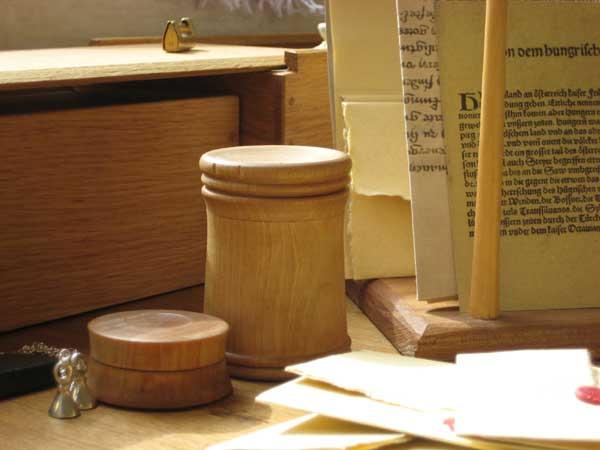 Mittelalterliche möbel selber bauen  Mittelalter-Möbel - Rekonstruktion historischer Holzprodukte